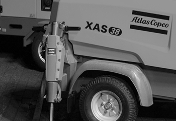 ATLAS-COPCO-3—Equipement-construction_grayscale