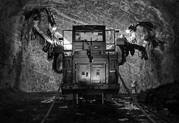 ATLAS-COPCO-5—Equipement-pour-les-mines-et-les-carrières_grayscale