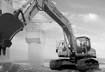 HYUNDAI-3-Engin-de-chantiers_grayscale